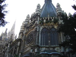 de bouw van de O.L.Vrouwekerk begon in 1854, hij is nooit helemaal voltooid, het dak lekt, momenteel wordt er gerestaureerd