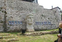 Constantijn in Albanië
