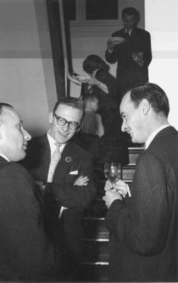 foto uit het boek, Jan Arends rechts..luister naar hem op de boekensite
