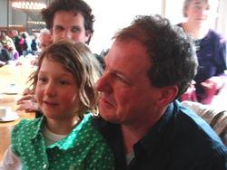 Frank Halmans en dochter vanmiddag bij de opening