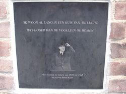 gedenkplaat in de gevel van het huis aan de Turennestraat